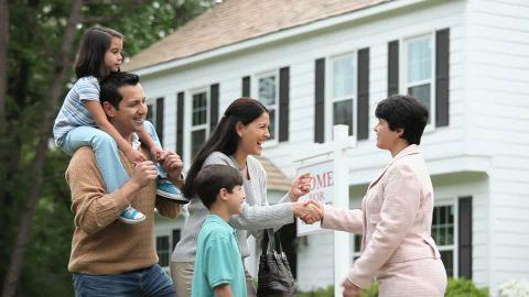 Thuê môi giới sẽ giúp việc mua nhà ở Mỹ nhanh chóng và an toàn hơn.